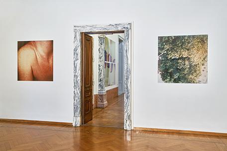"""Skulptural (1984/85), C-print di Polaroid su alluminio Works/Sculptural"""", installation view at Istituto Svizzero, Roma. Photo: ©OKNO studio"""