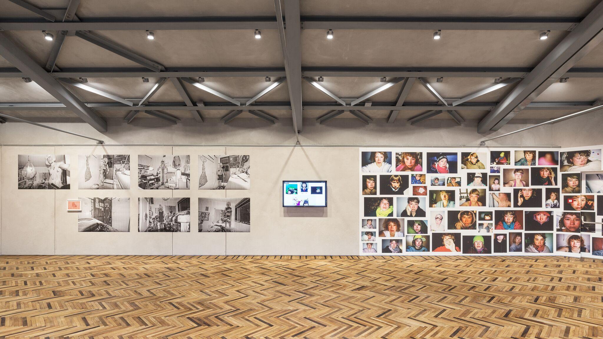 Fondazione Prada Osservatorio, exhibition view, from left to right: Tomé Duarte, Izumi Miyazaki, Melanie Bonajo (Foto: Delfino Sisto Legnani and Marco Cappelletti; Courtesy Fondazione Prada)