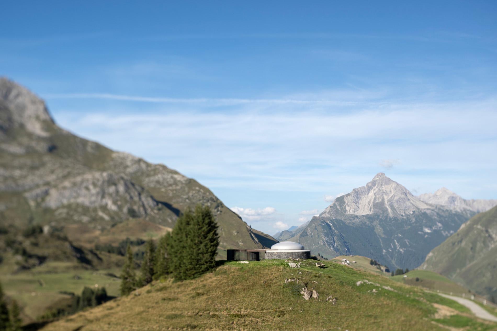 Der Skyspace in der Vorarlberger Landschaft. Foto: Florian Holzherr