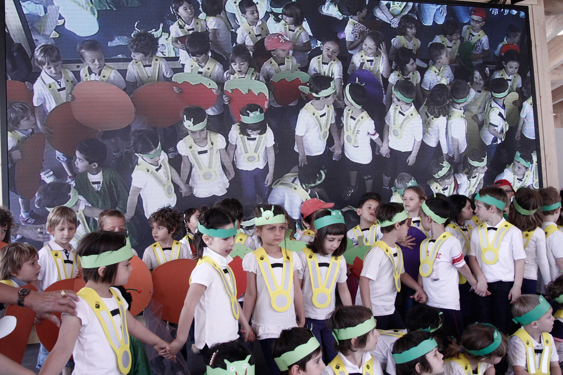 The kindergarten exhibiting their performance in the Swiss Pavilion  (Photo: Barbara Fässler)