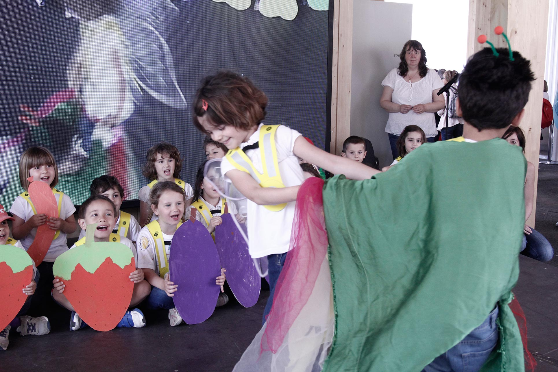 The kindergarten exhibiting their performance in the Swiss Pavillon  (Photo: Barbara Fässler)