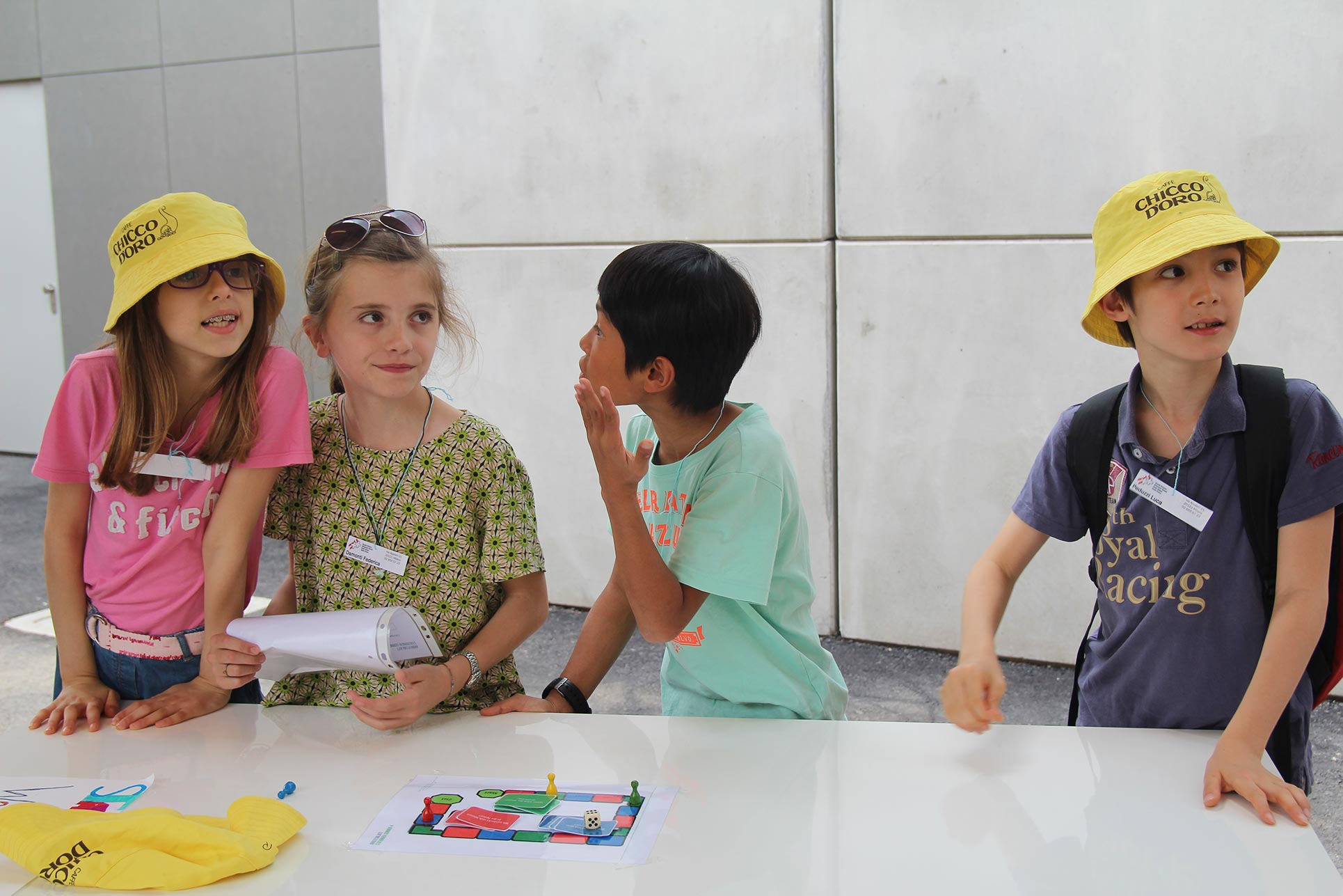 The elementary school children playing with the public in the Swiss Pavilion  (Photo: Barbara Fässler)