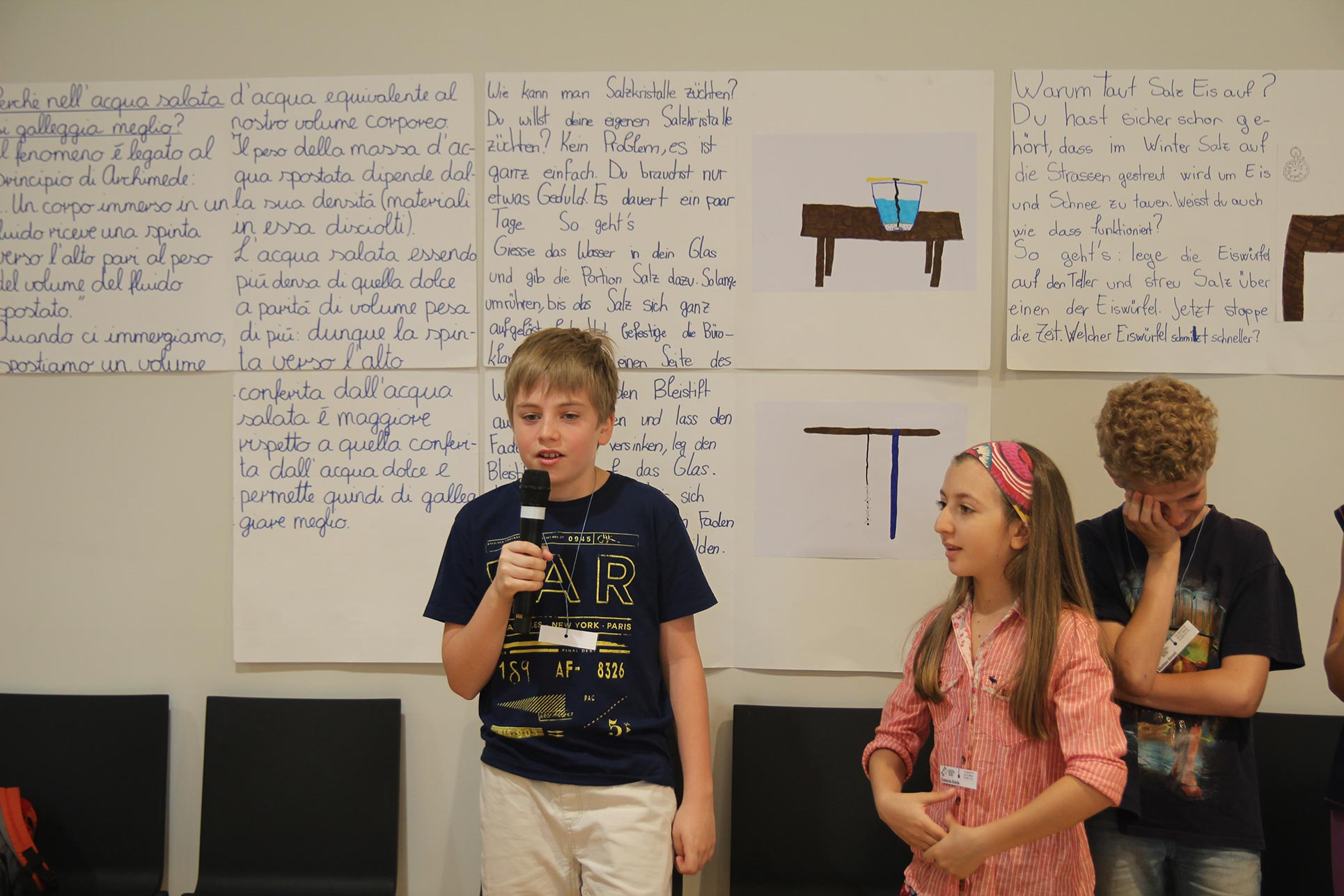 The elementary school pupils presenting their research on salt to the public on the Swiss Pavillon (Photo: Barbara Fässler)