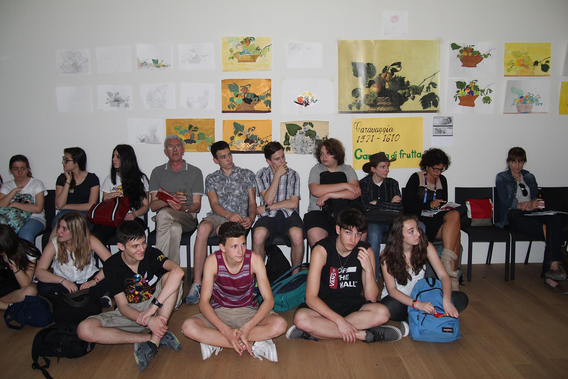 High school students watching the presentations in the Swiss Pavilion (Photo: Barbara Fässler)