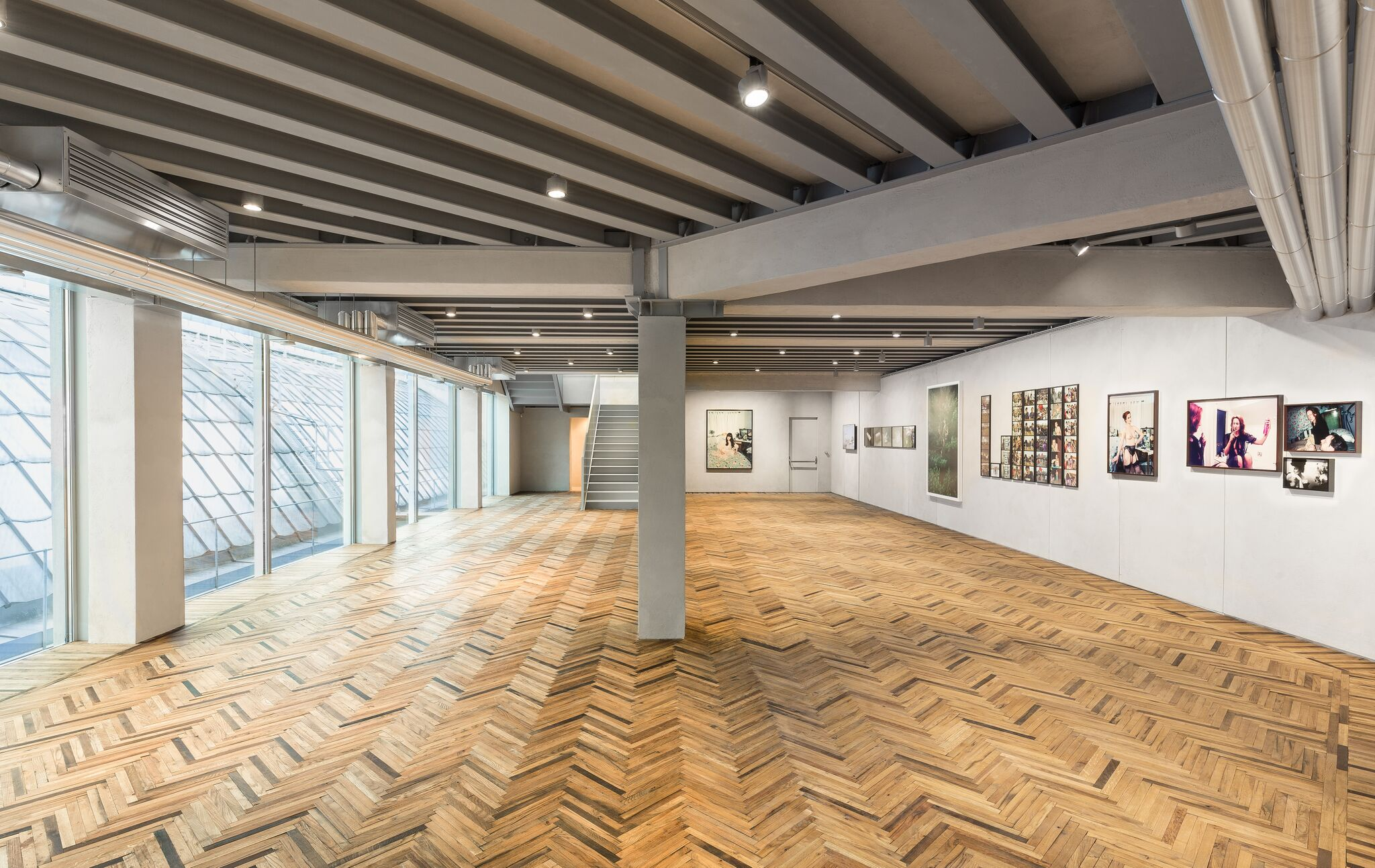 Fondazione Prada Osservatorio, exhibition view, from left to right: Leigh Ledare, Vendula Knopová, Maurice van Es, Ryan McGinley, Wen Ling (Foto: Delfino Sisto Legnani and Marco Cappelletti; Courtesy Fondazione Prada)