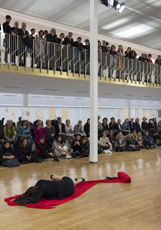 Anna Maria Maiolino, <Al di là>, 2019, Performance con Gaya Rachel, Courtesy dell'artista. Foto: Lorenzo Palmieri