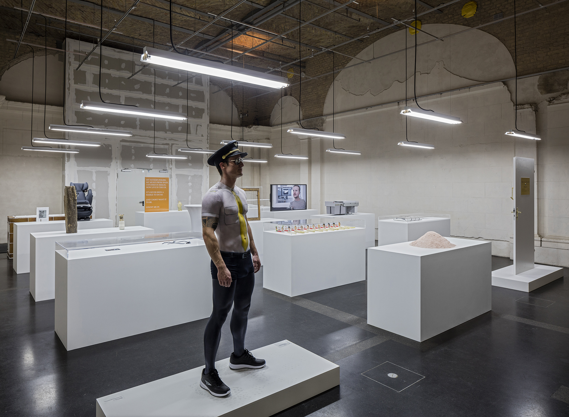 Simon Fujiwara, Installation view, The Happy Museum, 2016, Consultation Daniel Fujiwara, Mixed media, Courtesy Simon Fujiwara (Photo: Timo Ohler)