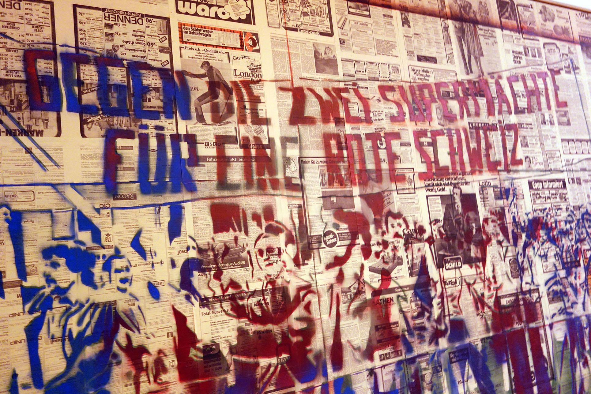 Sigmar Polke, Gegen die zwei Supermächte für eine rote Schweiz 1976, spray on newspaper on canvas (Photo: Barbara Fässler)