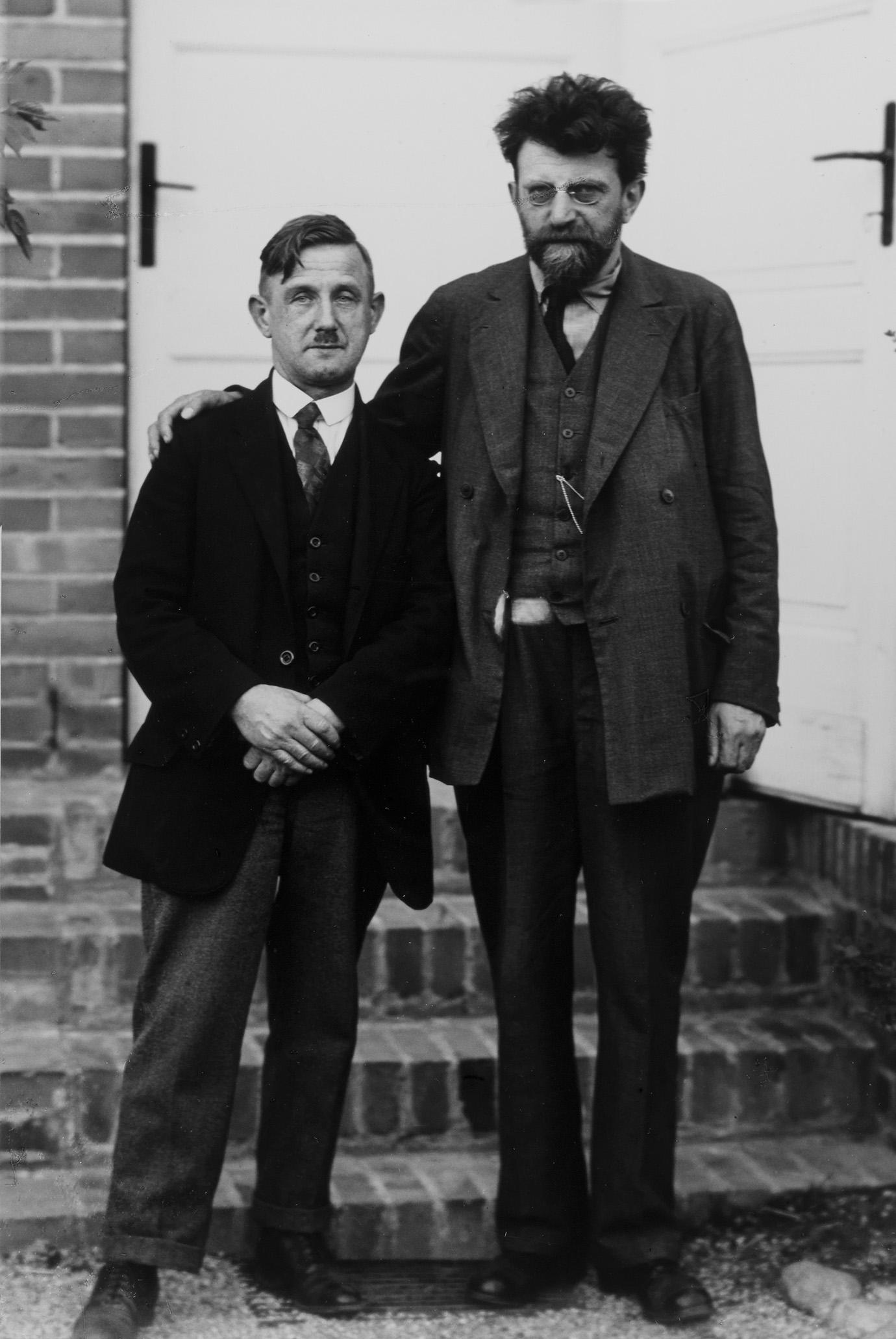 August Sander, Politiker der Linken (rechts Erich Mühsam), 1926