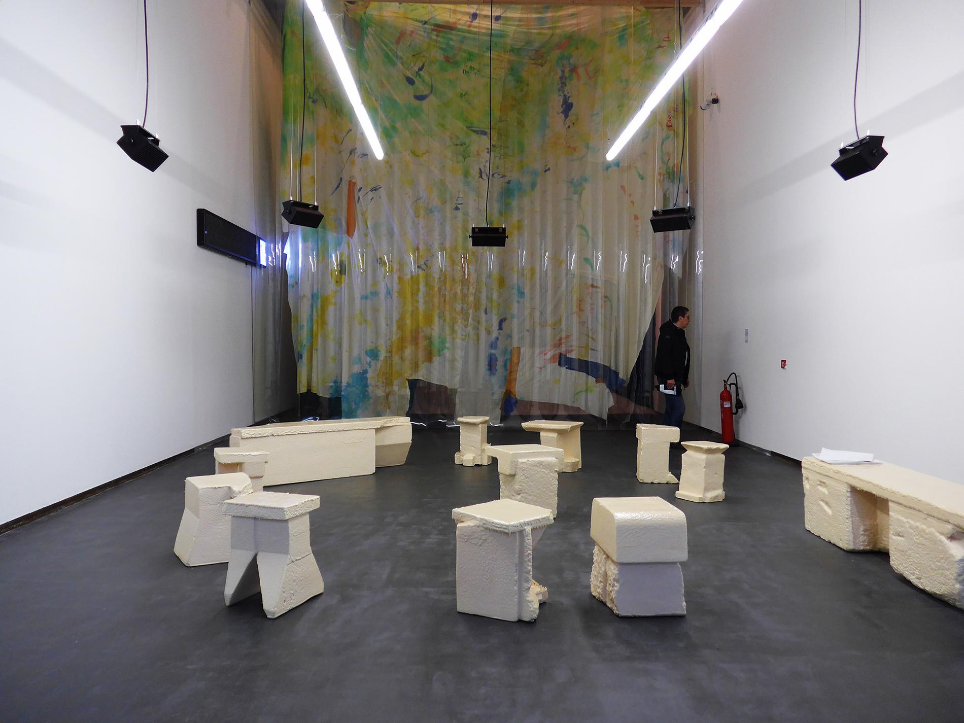 Ausstellungsansicht, Metamorfosi, Castello di Rivoli, Simon Battisti, Leah Whitman-Salkin, Äbäke, I Have Left You The Mountain, 2016 (Foto: Barbara Fässler)