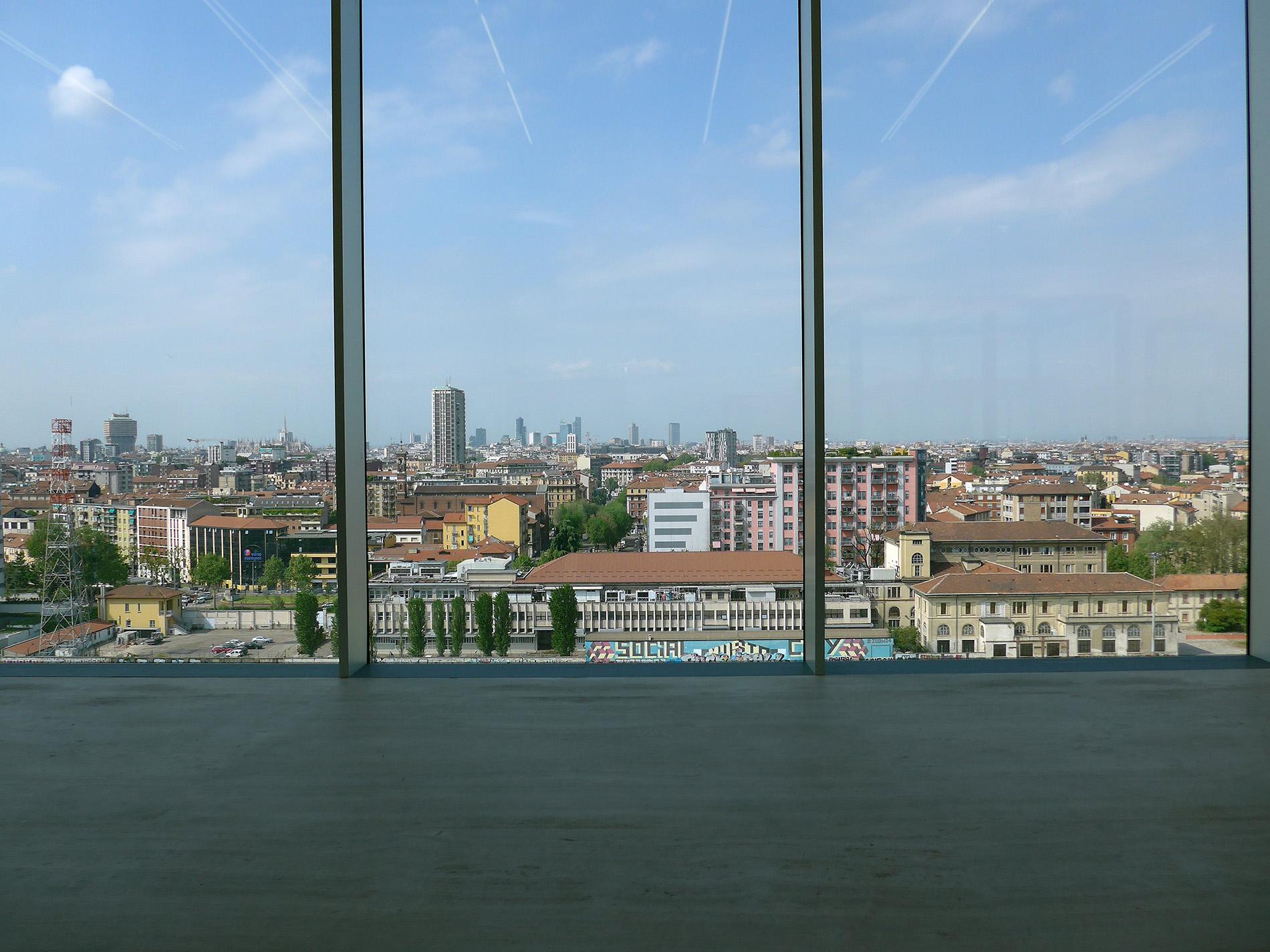 Torre – Fondazione Prada, Aussicht Richtung Norden: Skyline von Mailand. Architekturprojekt OMA (Foto: Barbara Fässler)