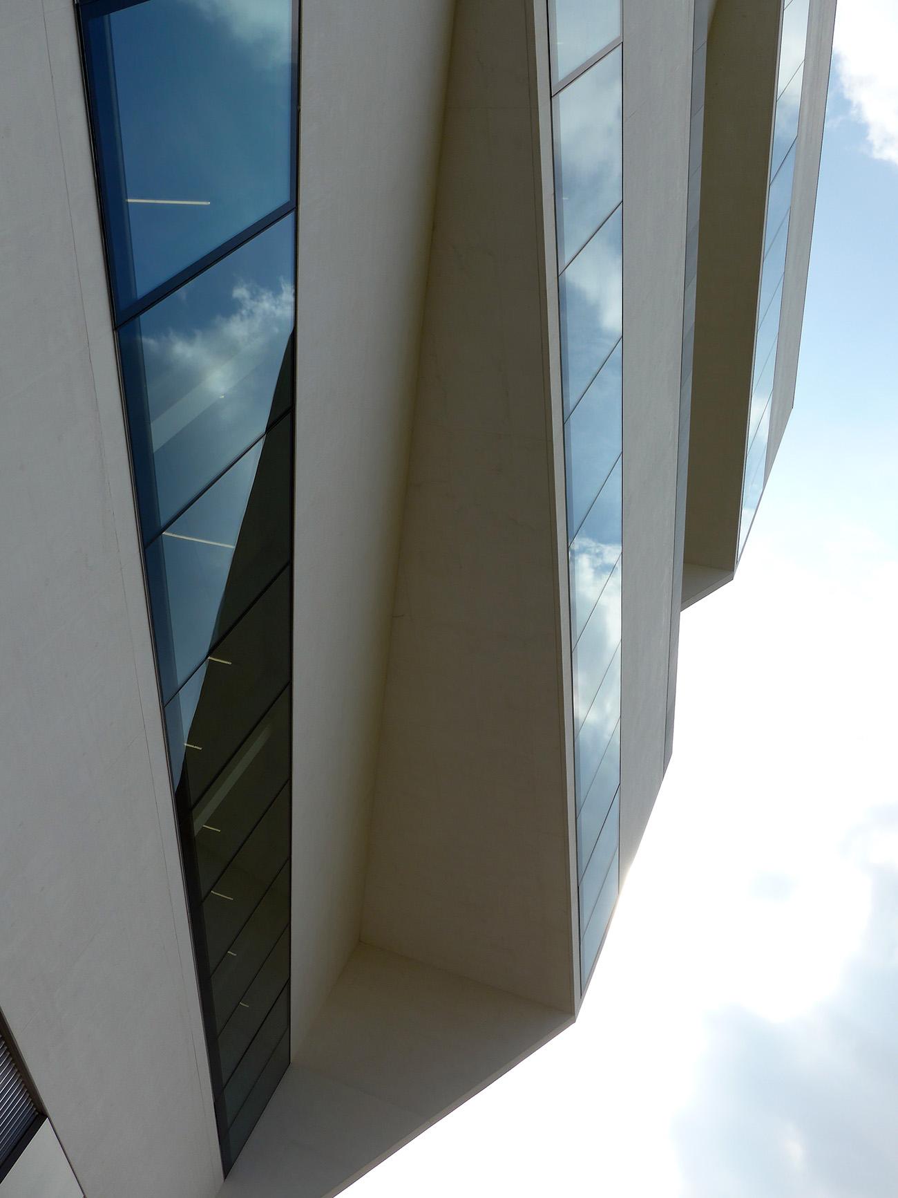 Torre – Fondazione Prada. Froschperspektive à la Rodchenko. Architekturprojekt OMA (Foto: Barbara Fässler)