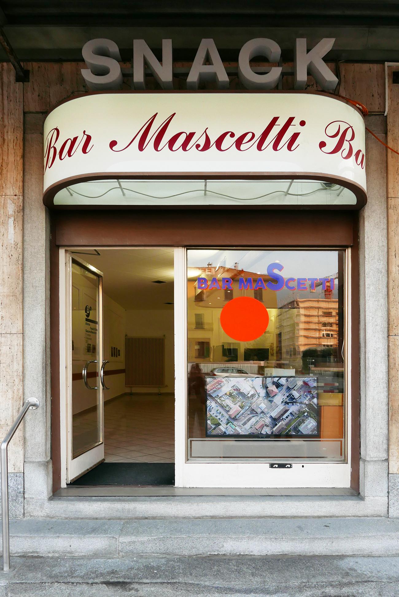 """Ex Bar Mascetti, Chiasso, ‹Al limite›, Paola di Bello e Giacomo Bianchetti (in collaborazione con il progetto """"Frequenze"""", (Foto: Barbara Fässler)"""