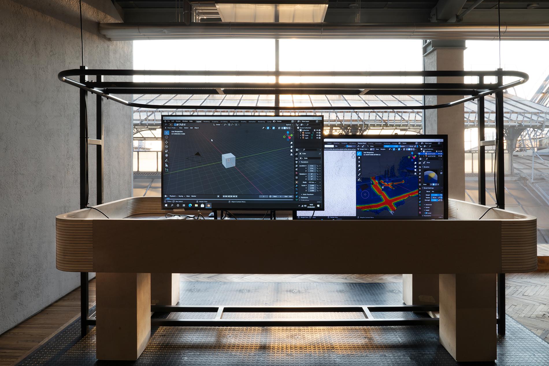 """Ausstellungsansicht """"Sturm&Drang"""", Osservatorio Fondazione Prada, Mailand, Digital industry, 2021, Holzstruktur, Eisenstangenpole, Plexiglas, MDF, Computer. Foto: Jacopo Farina. Courtesy: Fondazione Prada"""