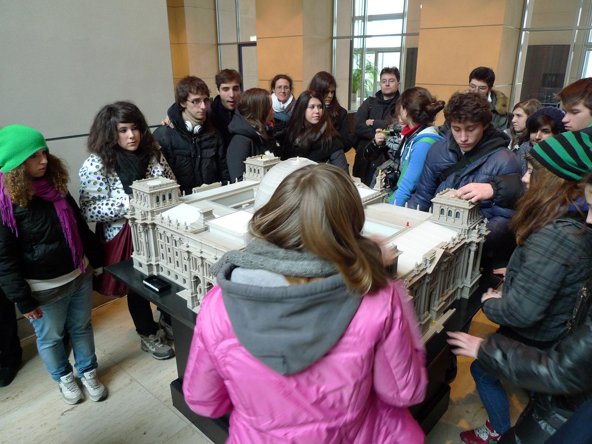 Visiting the Reichstag (Photo: Barbara Fässler)
