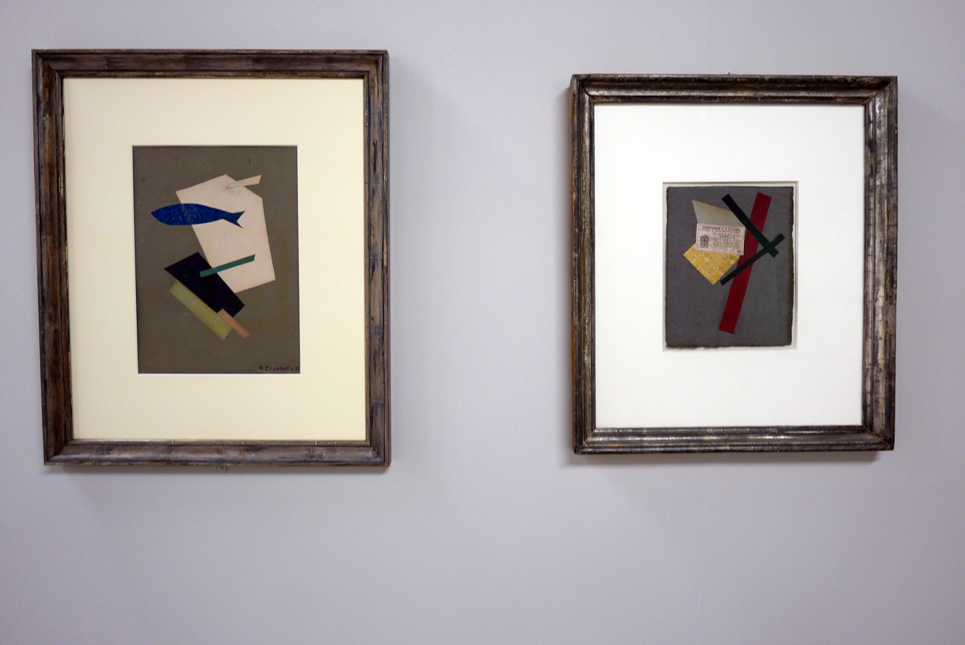 Links: Ol'ga Rozanova, Ohne Titel, 1916 Collage aus farbigem Papier auf grauem Karton 32 x 33,5 cm  Rechts: Varvara Stepanova, Abstrakte Komposition, 1919-1920 21,3 x 17 cm